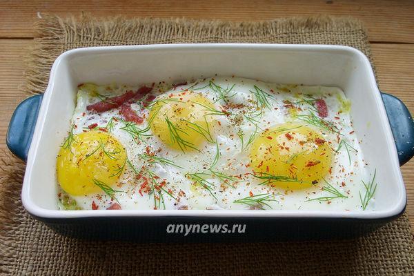 Яйца с колбасой и сыром в батоне в микроволновке - рецепт пошаговый с фото