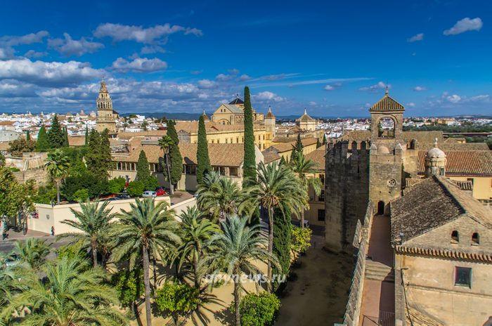 Вид на Алькасар и город с башни Алькасара