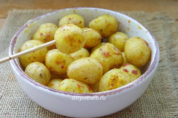 Молодая картошка в микроволновке