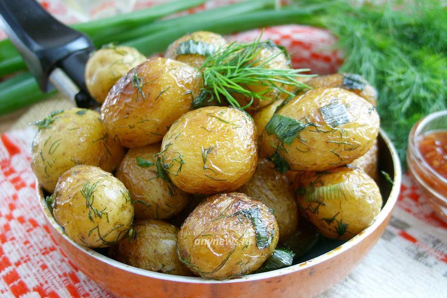 Молодая картошка на сковороде - рецепт
