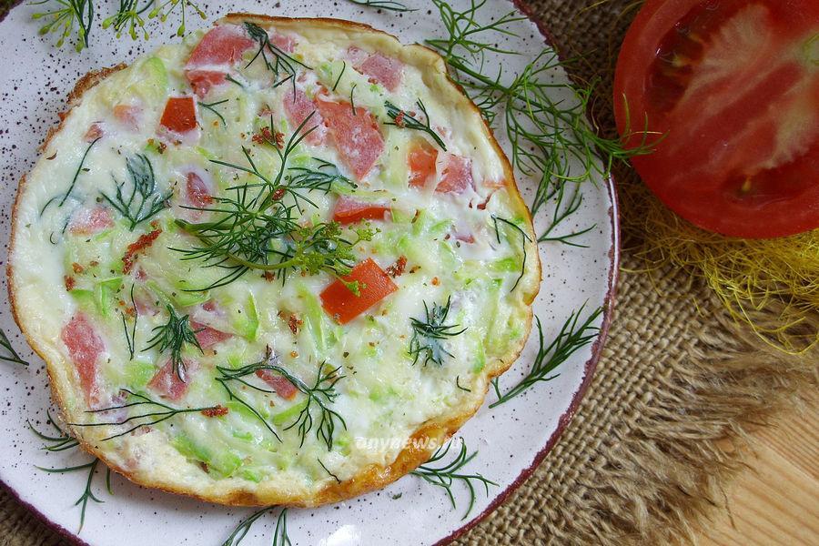 Омлет с кабачками и помидорами - рецепт