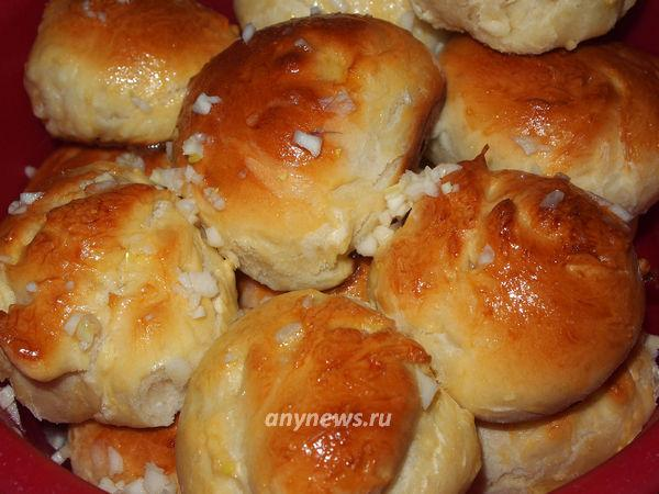 Дрожжевые чесночные булочки