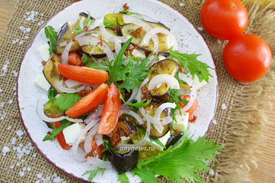Теплый салат с баклажанами и помидорами - рецепт