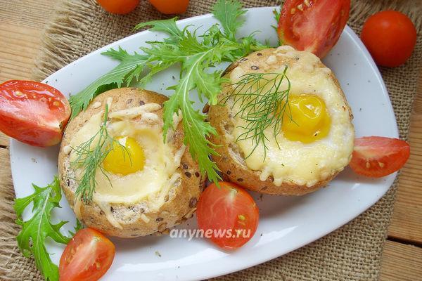 Яйцо в булочке в духовке