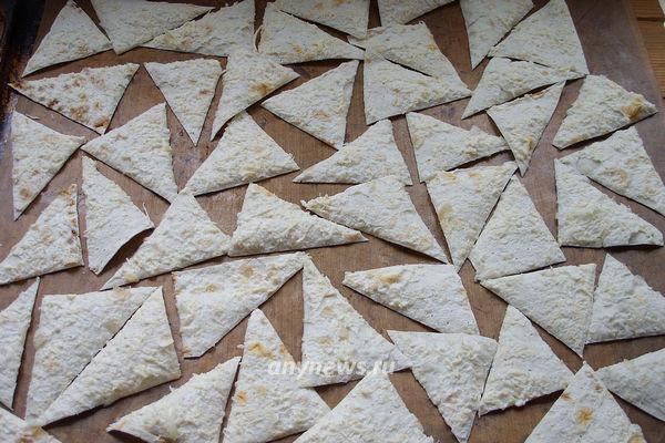 Чипсы из готового лаваша с сыром