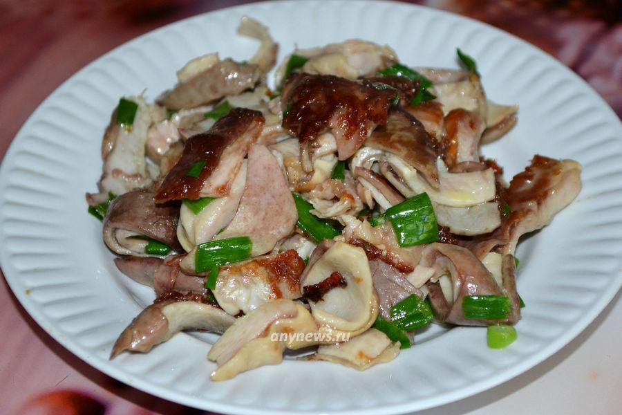 Жареный свиной желудок с луком - рецепт