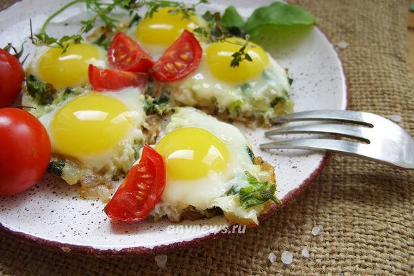 Яичница со шпинатом на завтрак