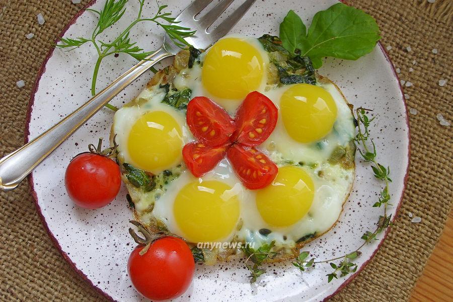 Яичница со шпинатом на завтрак - рецепт