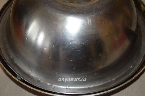 Утка жареная на сковороде с луком кусочками