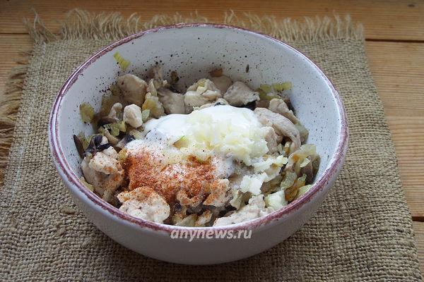 Жюльен с курицей и грибами под сырной корочкой