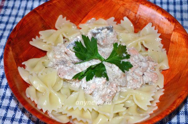 Фарфалле с лососем в сырном соусе