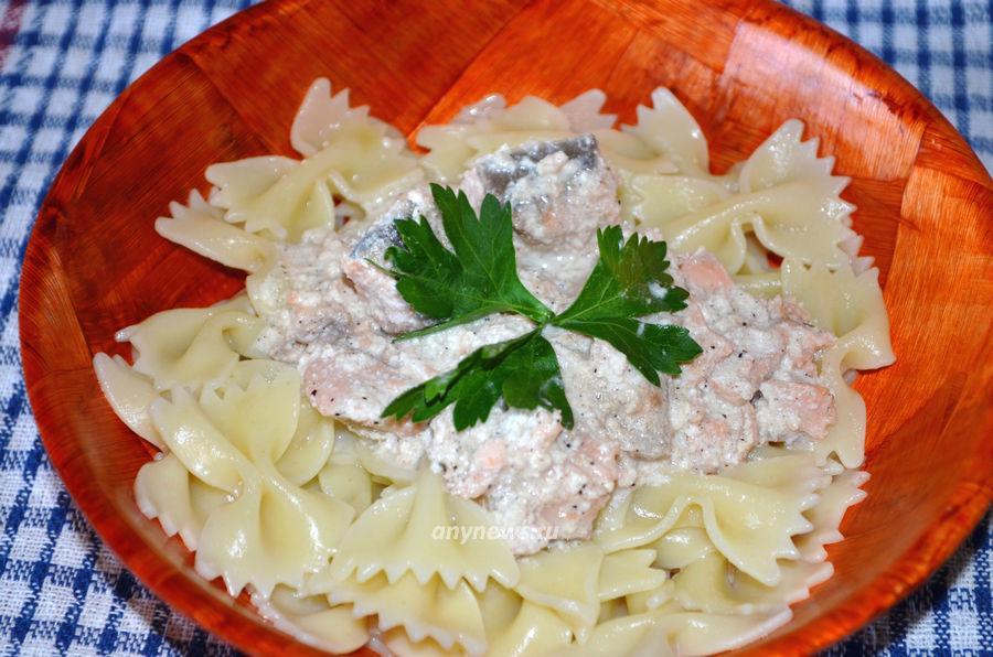 Фарфалле с лососем в сырном соусе - рецепт