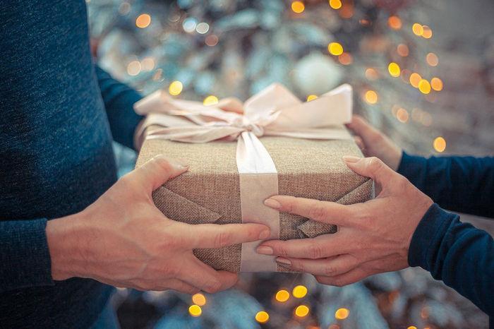 Шаблон новогодней открытки - подарок