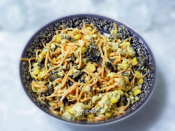 Салат с черносливом и корейской морковью