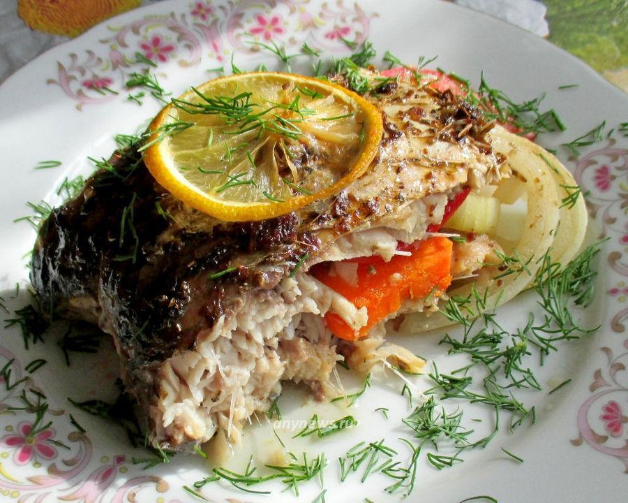 Сазан в духовке с овощами - рецепт