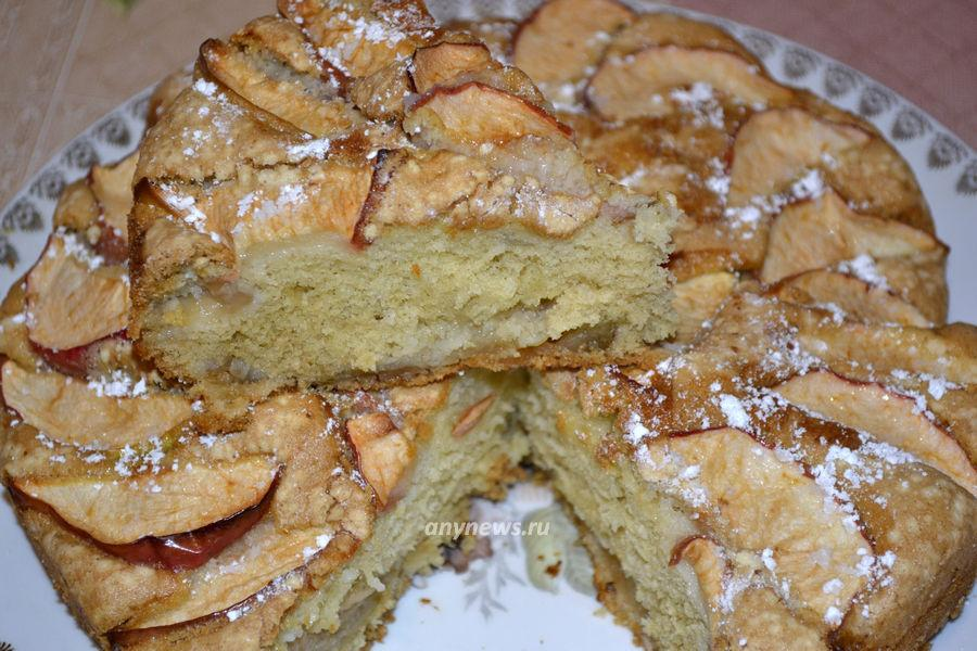Шарлотка с яблоками без кефира и молока - рецепт