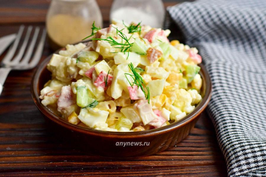 Салат с копченой курицей - рецепт