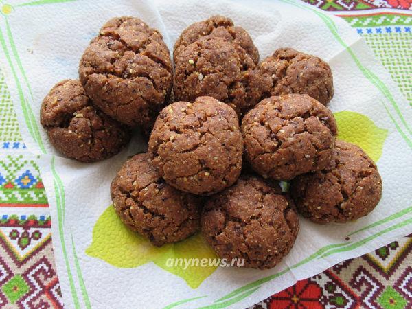Ореховое печенье с шоколадом на желтках