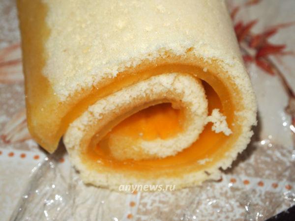 Бисквитный рулет с апельсиновым желе