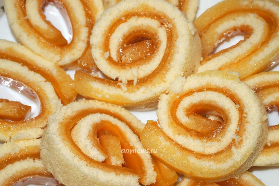 Бисквитный рулет с апельсиновым желе - рецепт
