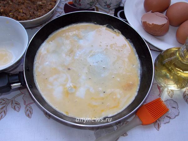 Яичные блины с начинкой из печени