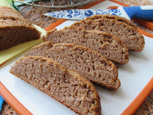 Гречневый хлеб с грецкими орехами и арахисом - рецепт с фото