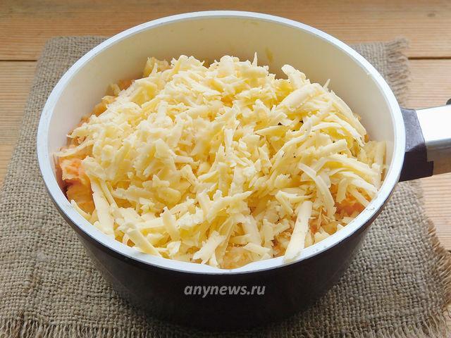 Картофельные лепешки на сковороде с сыром и зеленью
