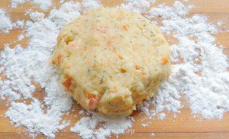 Картофельные лепешки с сыром и зеленью на сковороде