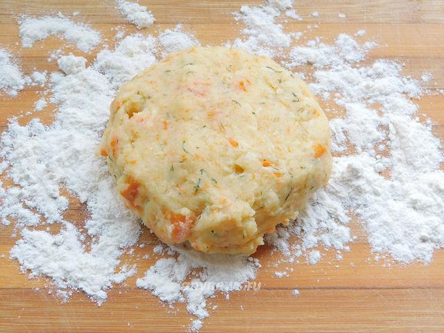картофельные лепёшки с сыром на сковороде - лепим лепешки