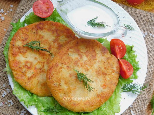 Жареные картофельные лепешки с сыром