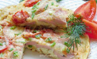Омлет с сосисками и помидорами - рецепт с фото