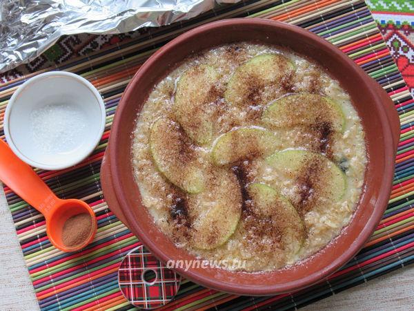Овсяная запеканка с яблоками и изюмом в духовке
