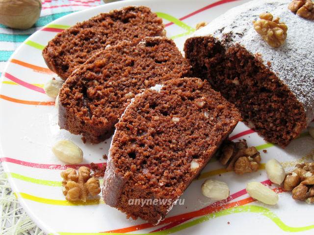 Шоколадный манник на кефире с орехами