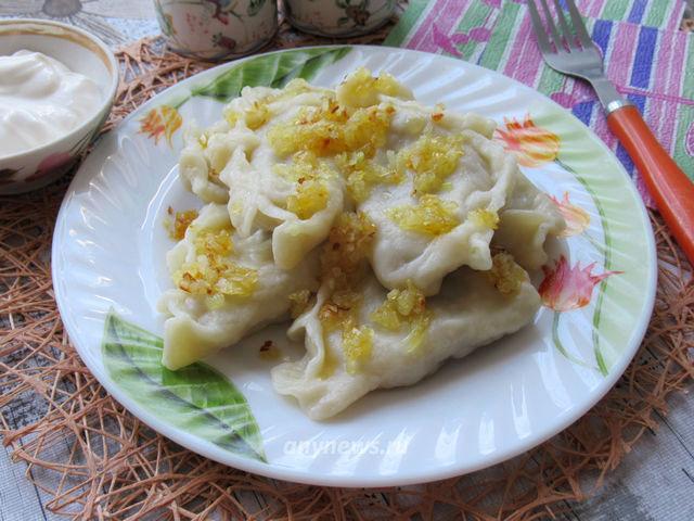 Домашние вареники с картошкой и грибами - рецепт с фото