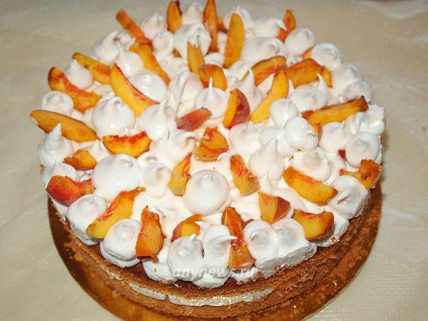 Бисквитный торт с кремом зефир и персиками