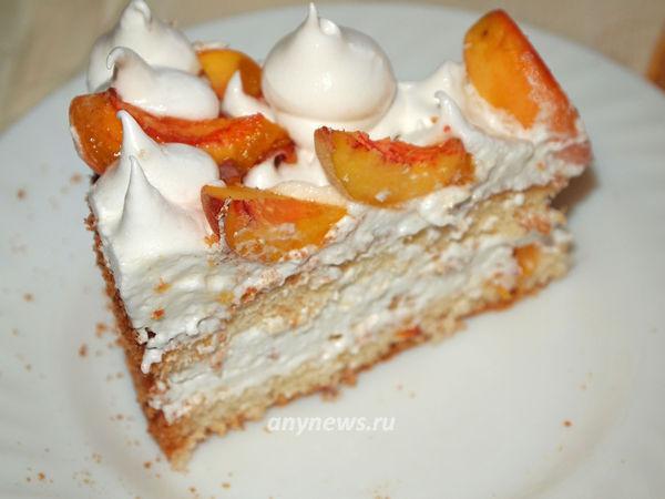 Бисквитный торт с кремом-зефир и персиками