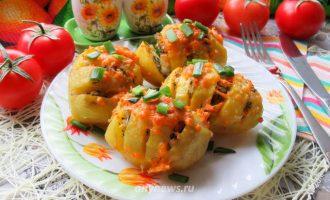 Картофель запеченный в духовке в фольге - рецепт с фото