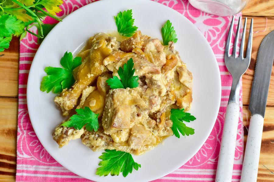 Курица тушеная в сметане в мультиварке - рецепт