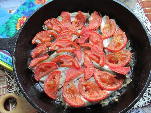 Мойва в духовке с овощами