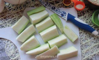 Кабачки в сырной панировке в духовке