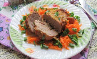Свинина на луковой подушке - рецепт с фото
