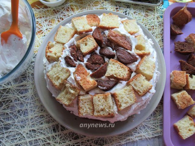 Бисквитный торт с взбитыми сливками