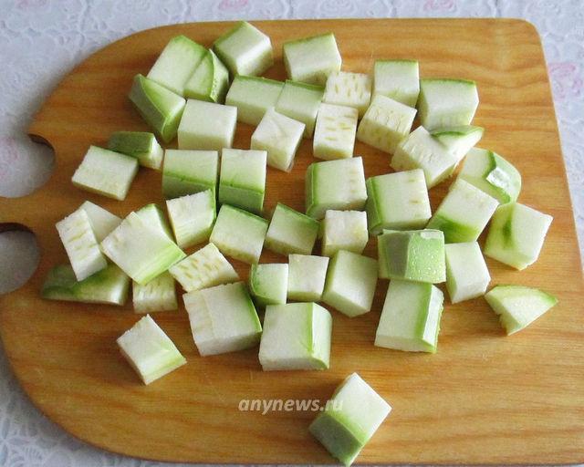 Готовим кабачки к заморозке - режем