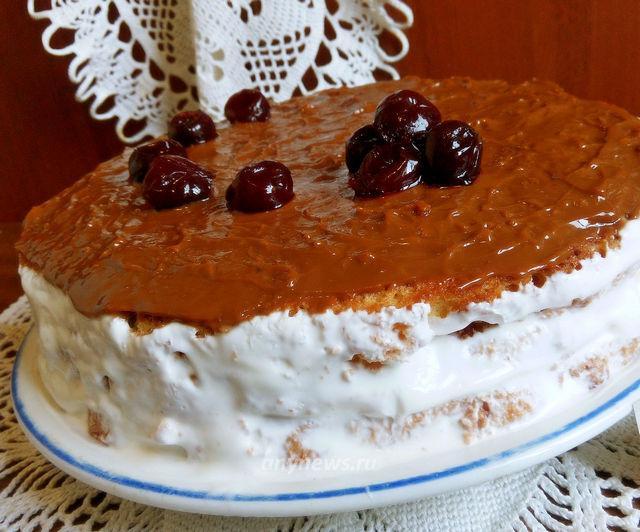 Бисквитный торт с вареной сгущенкой и вишней