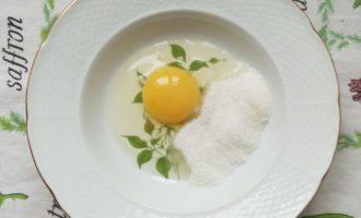 Сладкие гренки из батона с яйцом, яблоками и корицей