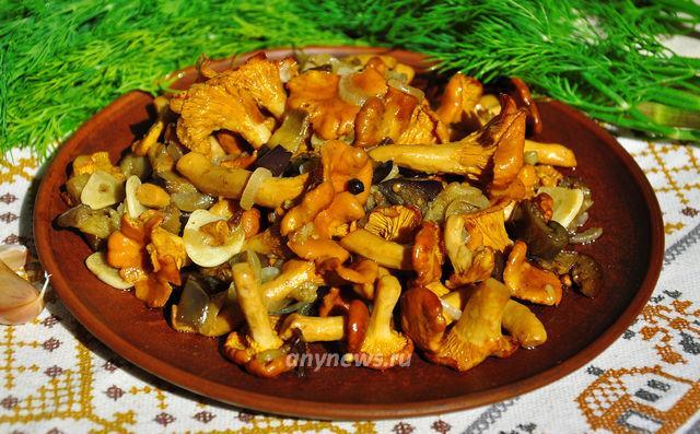 Жареные лисички с баклажанами - рецепт с фото