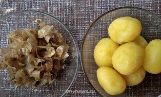 Пирог с рыбными консервами и картошкой