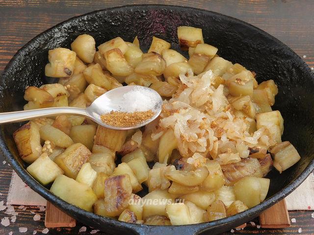 баклажаны жареные на сковороде как грибы - обжариваем баклажаны