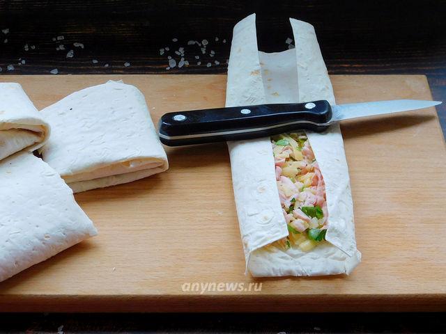 Конвертики из лаваша с колбасой и сыром