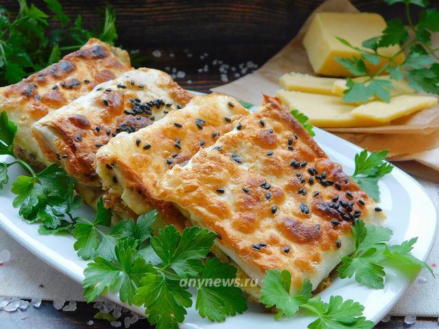 Жареные конвертики из лаваша с колбасой и сыром